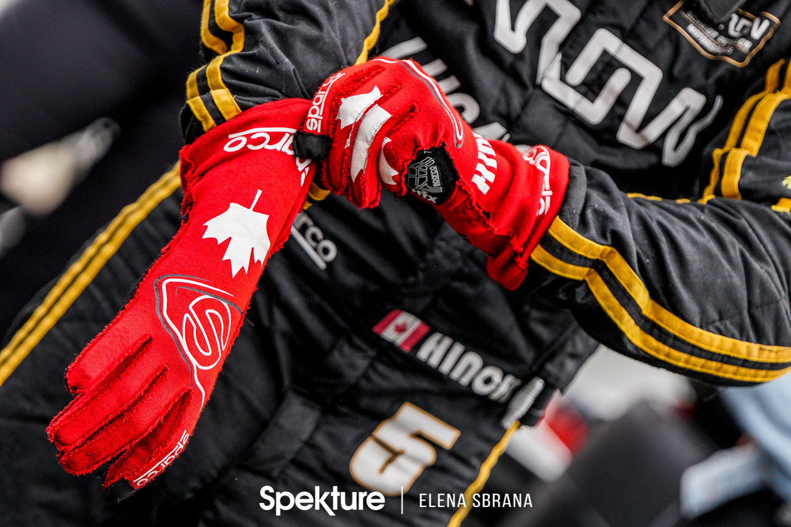 Earchphoto Sports - James Hinchcliffe gets ready for the last row shootout
