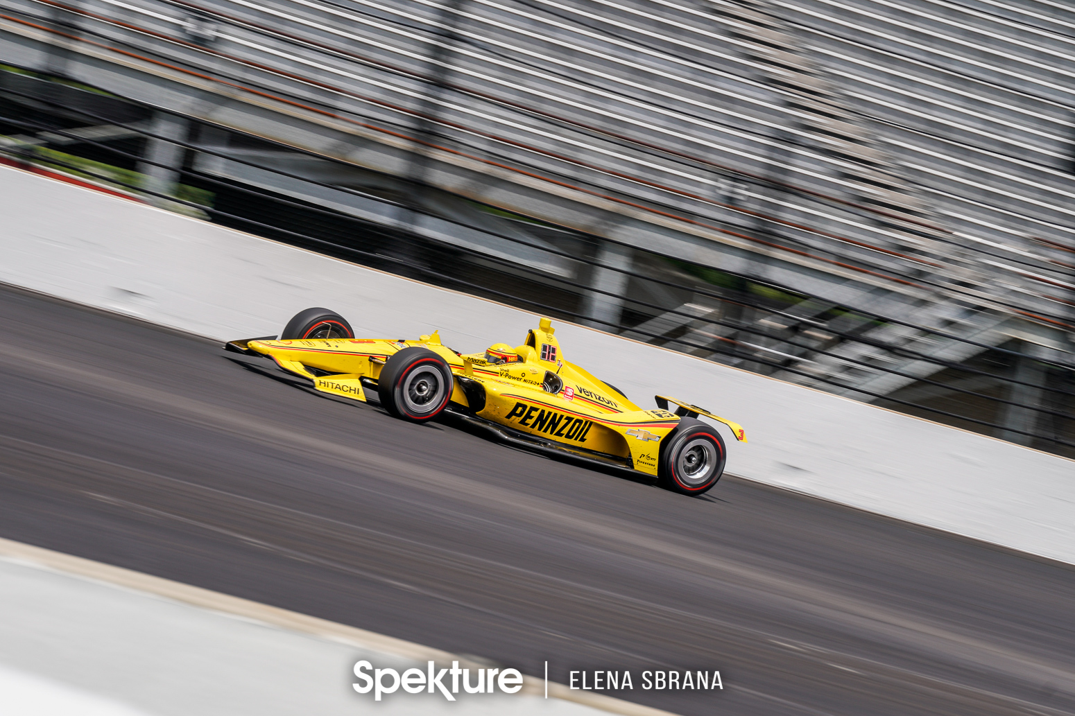 Earchphoto Sports - Helio Castroneves on track