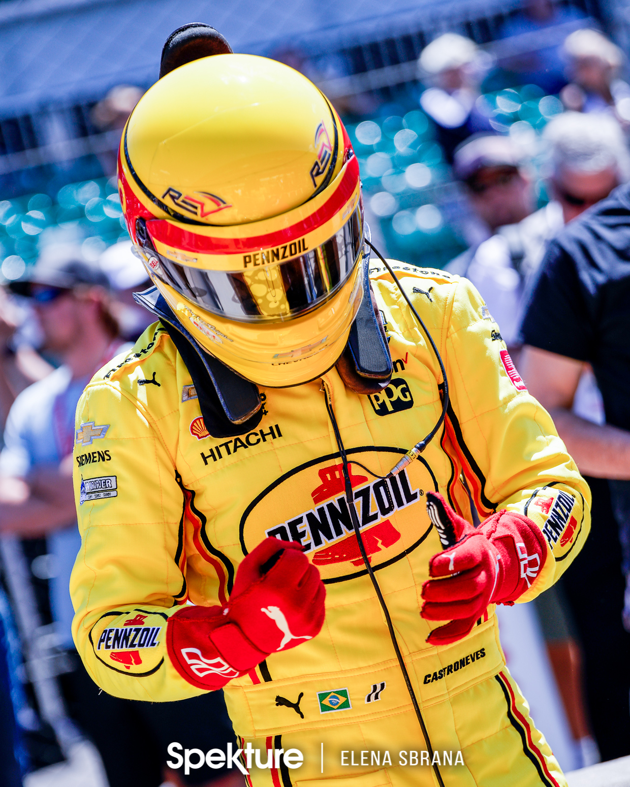 Earchphoto Sports - Helio Castroneves prepares to drive